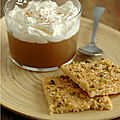 Verrines de gelee de pommes, creme fouettee a la noix de muscade & biscuits croustillants pistache, noix de coco, cannelle