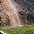 cascade de boue sur la route