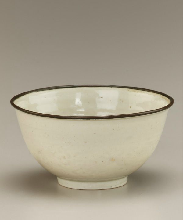 Bowl with molded decoration. 15th century. Later Le dynasty. Han