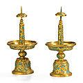 Paire de pique-cierges en cuivre doré et émaux champlevés, dynastie qing, xviiie-xixe siècle