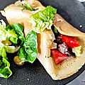 Crêpes salées fourrées à la viande, fromages et légumes