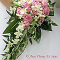 Bouquet de mariée retombant Rose, Lierre & Dendrobium