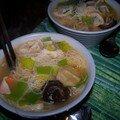 Spécial asie # 2 : quand le gers rencontre le vietnam : soupe de ravioli au foie gras et vermicelles de riz