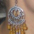 Boucles d'oreilles en métal argenté et perles jaunes