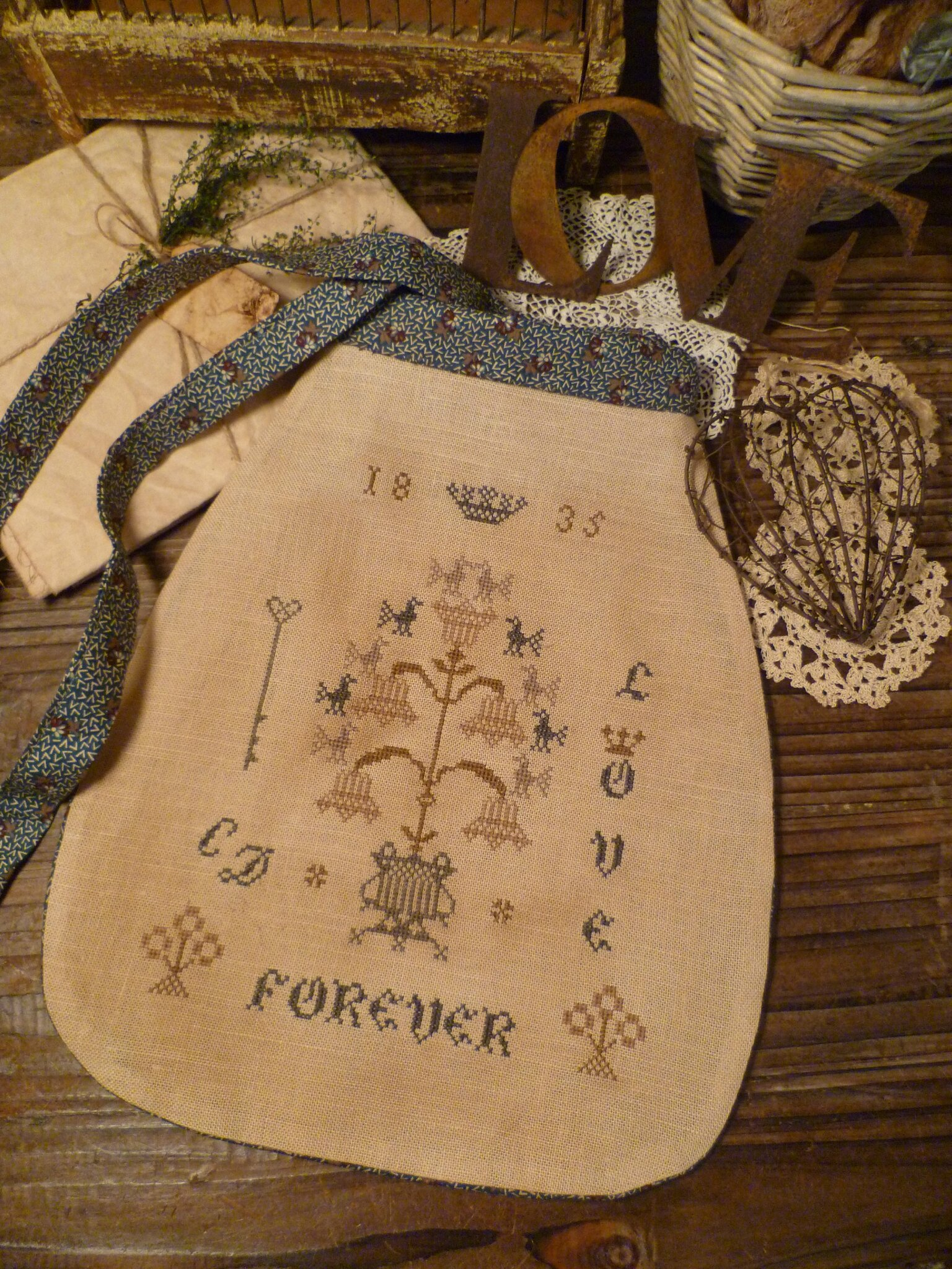 1835 POUCH Love Forever US $ 11.00