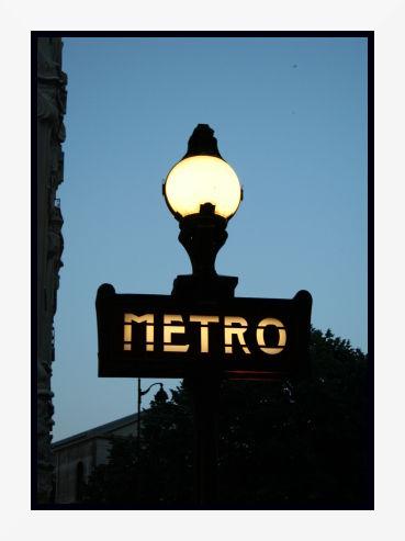 Paris la nuit ... Métro Félix Faure