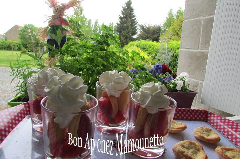 mignardises pâte maison sablée sucrée aux fraises 031-