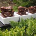 Brownie aux éclats de caramel/noix/framboises et chocolat blanc