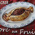 Cracker de noël garni de porc aux fruits