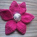 Fleur 6 pétales au tricot de julypouce.