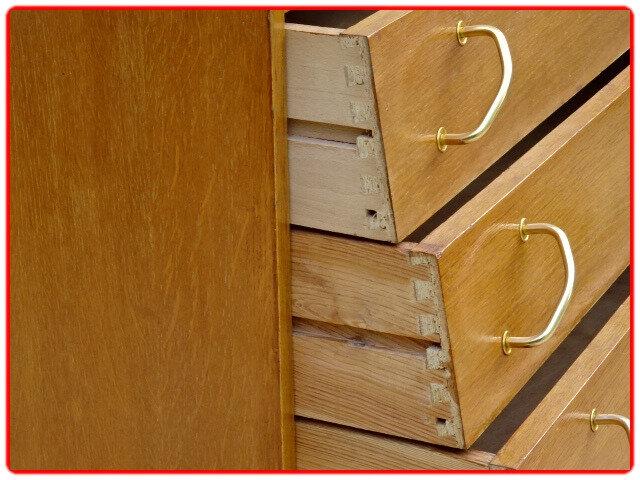 commode vintage tiroirs décalés
