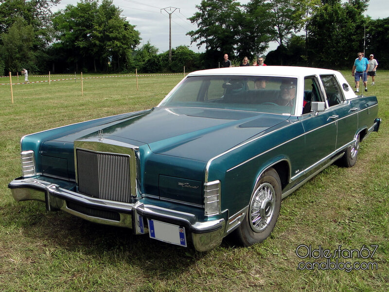 lincoln-continental-town-car-1977-1979-01