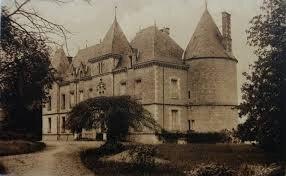 MAUZEACUM , siège du château de Guillaume le Bâtard, protégé par la Bretagne, avec des fossés et des pont-levis (3)