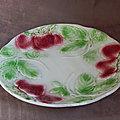 Assiette en barbotine à décor de fraise - Honnaing