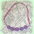 Collier violet à fleurettes ...