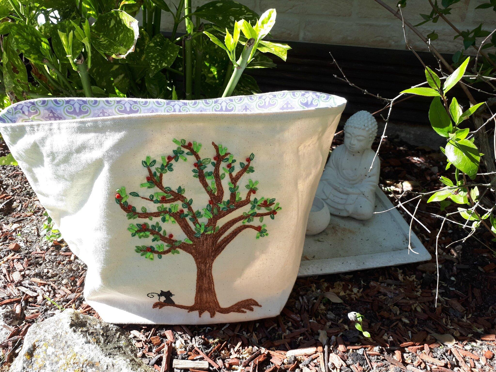 Broderie zen sur sac vide-poches