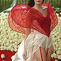 2010 premiere mondiale la robe coeur passion en live devant le defile hc dior avec 10 000 roses fraiches