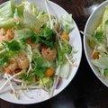 Salade de crevettes et physalis