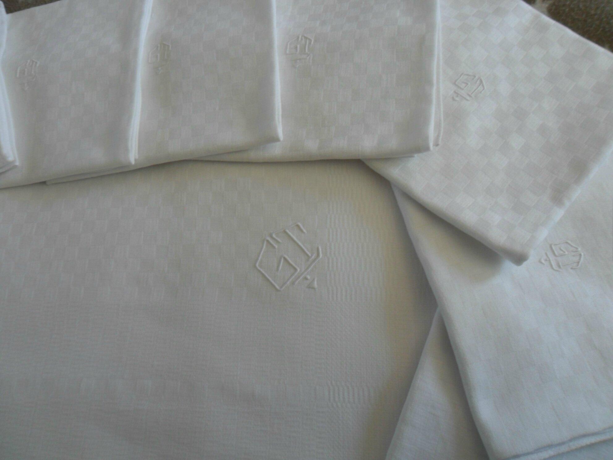 Service de table nappe 10 serviettes coton damassé 85€