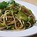 Poêlée de spaghetti aux courgettes à l'indienne (recette 100% végétarienne)