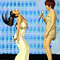 Jolin makes a surprise appearance at Jody Chiang's concert!