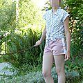 Short rose à bandes blanches