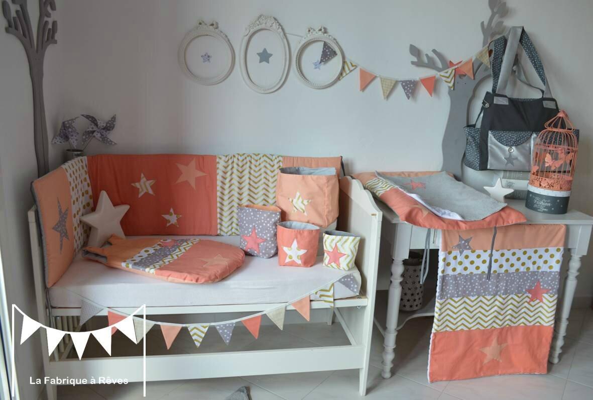 décoration chambre bébé enfant fille abricot corail doré gris étoiles chevron pois