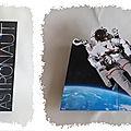 cARTe pop-up : l'astronaute en apesanteur