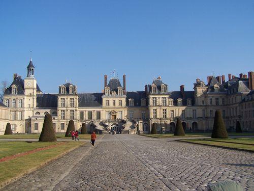 Fontainebleau-chateau cour du Cheval Blanc