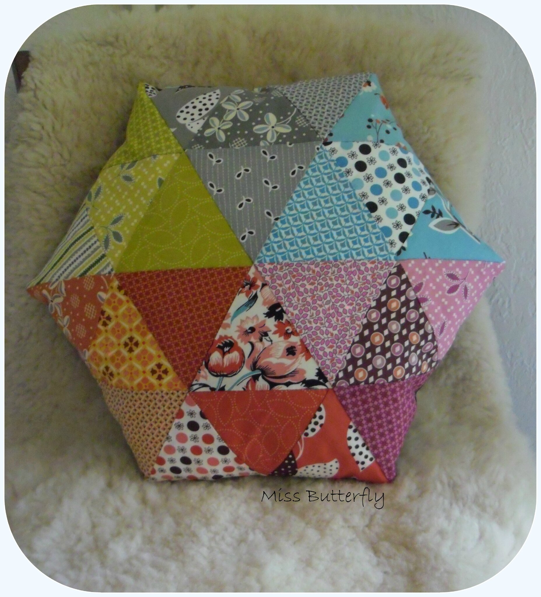 coussin triangle hexagonal