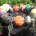 Bracelet céramique : multicolore à breloques