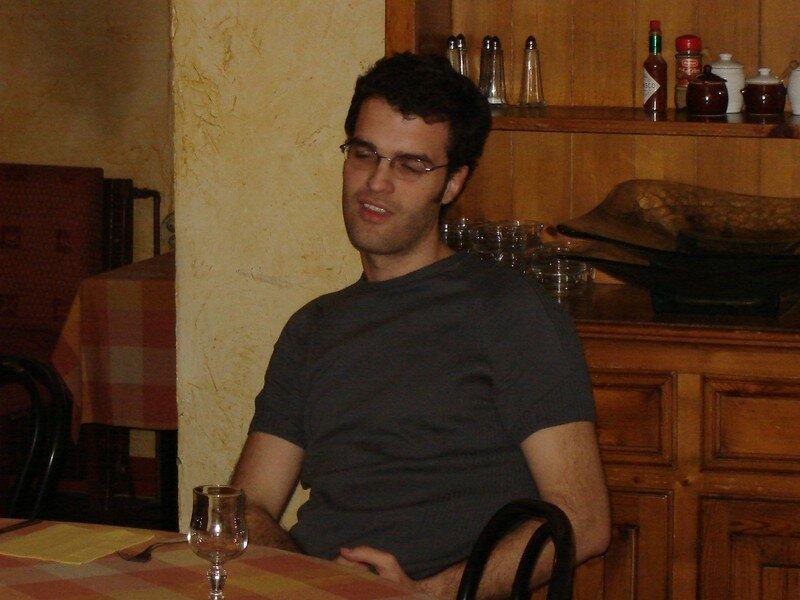 28/04/06 - Oui, très jeune notre auteur. Mais aux âmes bien nées ....