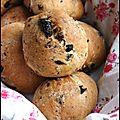 Petits pains aux olives et aux herbes de provence