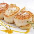 Brochette de saint-jacques, fenouil au miel et à l'orange