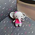- une éléphante en balade -
