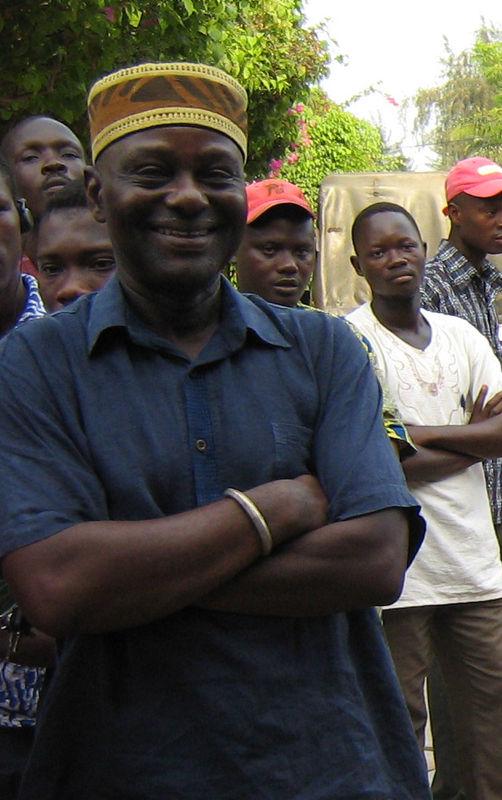 Tola Koukoui, le metteur en scène atypique et prolifique