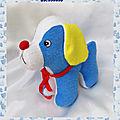 Doudou Peluche <b>Chien</b> Eponge Bleu Blanc Jaune Noeud Truffe Rouge Pampers