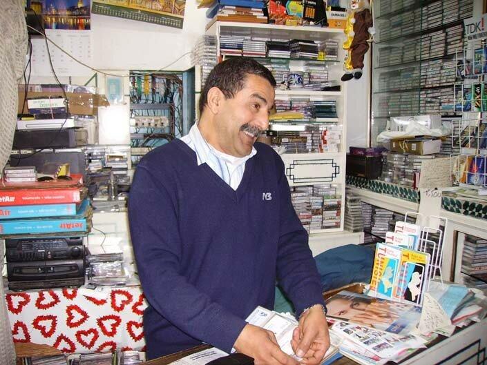 Kamel, le disquaire du centre commercial