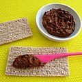 Tartinade diététique hyperprotéinée hypocalorique au cacao cru (végétarienne, sans gluten ni sucre ni beurre, riche en fibres)
