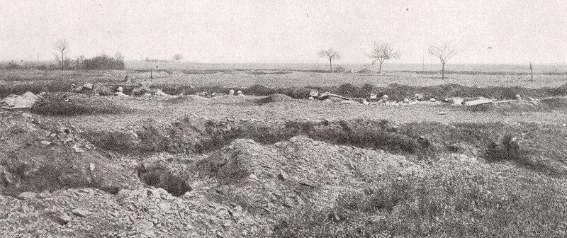 04 25 Ligne d'infanterie occupant une tranchée de repli