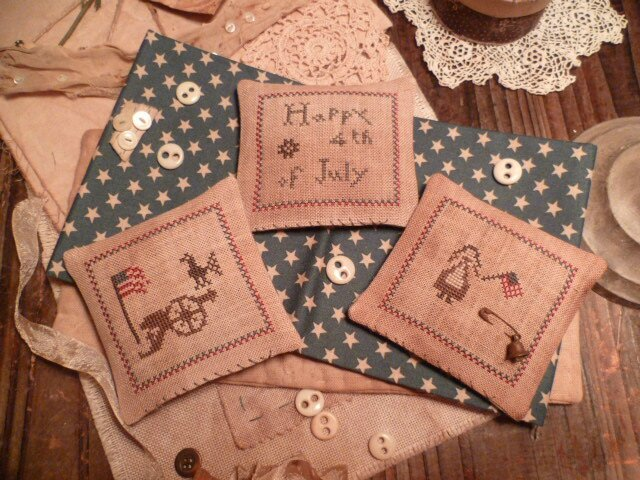 Set of 3 MiNi Pillows- JuLy 4th US$ 9.00