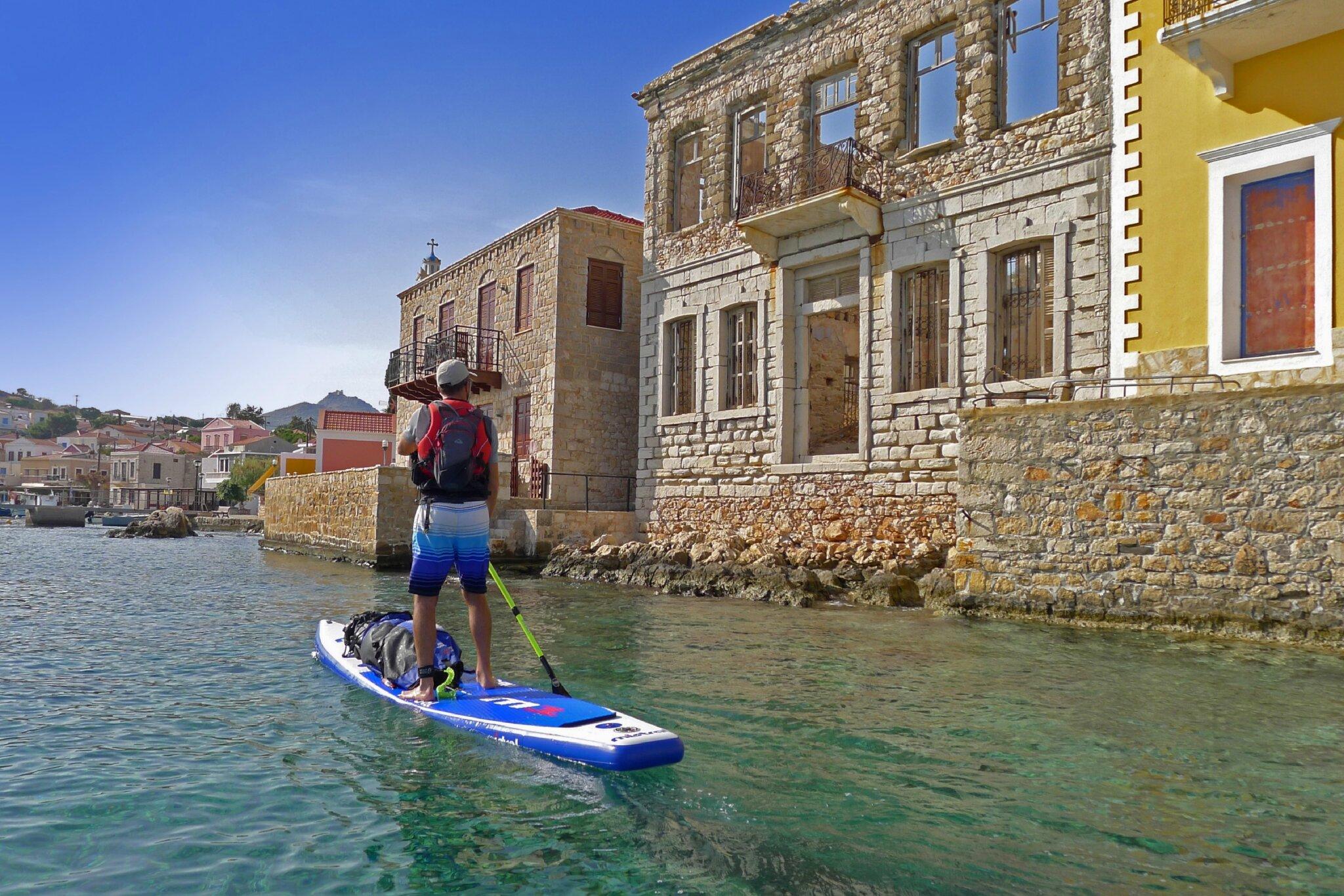 Séance photo dans le port de Chalki.