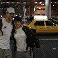 A008 À l'aéroport JFK de New York avec les typiques taxis jaunes