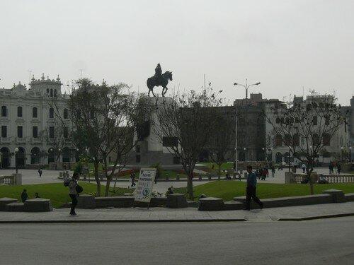 Lima, place d´armes, avec Francisco Pizarro