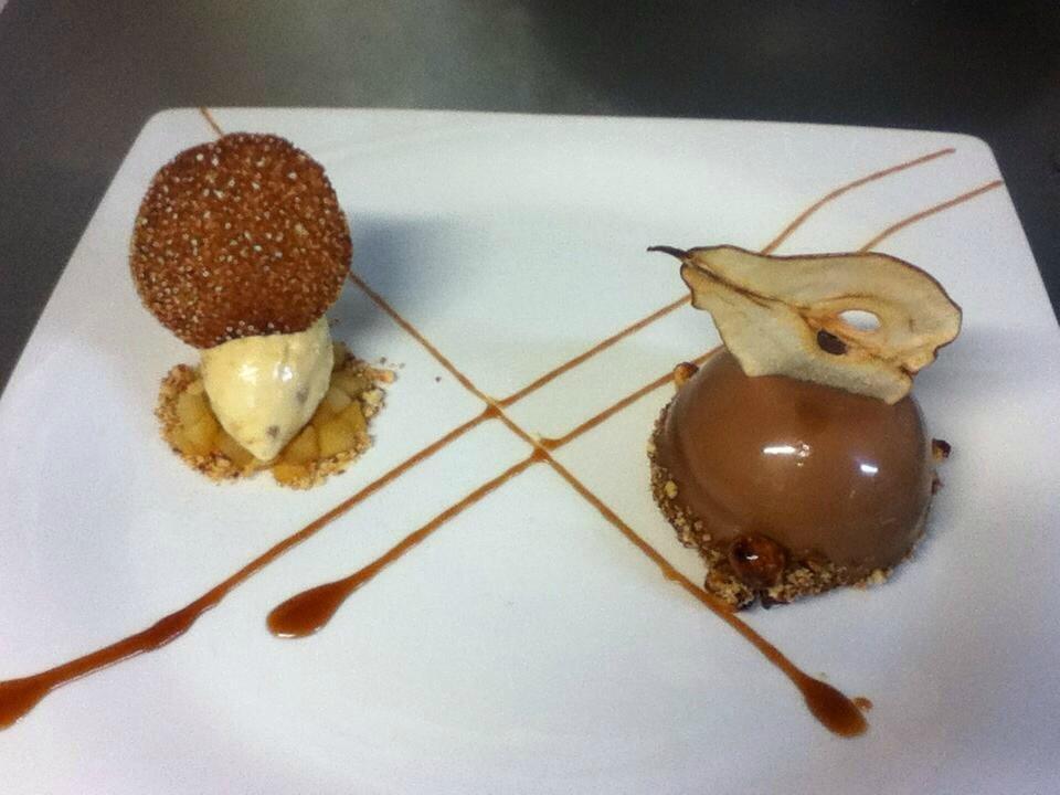 Dôme vanille cœur caramel poire sur son sable breton avec sa glace caramel!!2