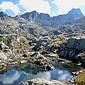 Parc naturel du Néouvielle, Sarrat de Lagues, mini lac, pic et crête