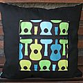 coussin Bisous guitares verso