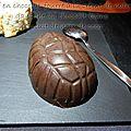 Œuf en chocolat fourre a la crème de marron ganache au chocolat blanc biscuit de noix de coco