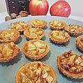 Tartelettes aux <b>pommes</b> caramélisées express (et noix en option)