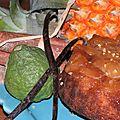 Petit gâteau hémisphère sud (et éphémère) au <b>caramel</b> <b>d</b>'<b>ananas</b> Victoria et au combava